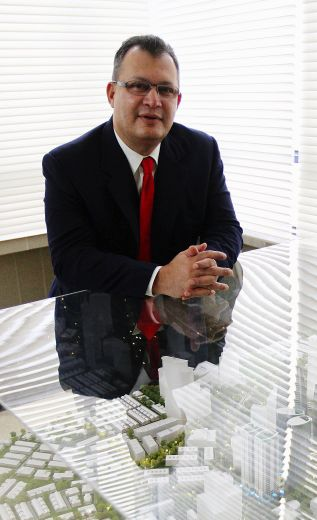 <b>Gapurna Sdn Bhd managing director Datuk  Mohamad Salim Fateh Din with the model of PJ Sentral Garden City</b>