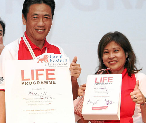 Koh (left) and Lim taking their pledge to
