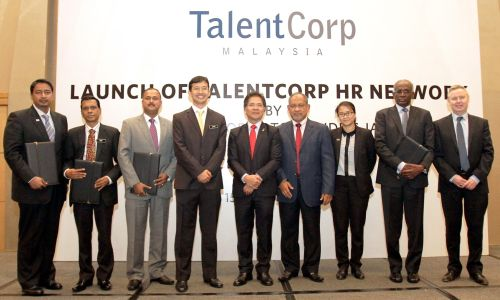 CEO of TalentCorp, Johan Mahmood Merican and Minister in the Prime Minister's Department, Datuk Sri Idris Jala with all the HR Certification Programme Training Providers posing for group photo during TalentCorp's HR Network launching ceremony.