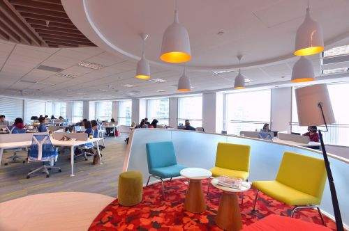 Maxis practices an open office layout style.