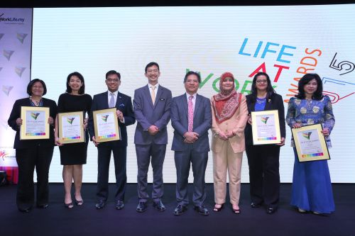 PEMANDU CEO Datuk Seri Idris Jala (fourth from right), TalentCorp CEO Johan Mahmood Merican (fourth from left) and Ministry of Women, Family and Community Development director general of department of women development Datuk Munirah Binti Abdullah (third from right) flanked by Life At Work Awards 2015 winners from (left to right) Shell Malaysia, IBM Malaysia, KPMG Malaysia, IHS Malaysia and Maybank Group.