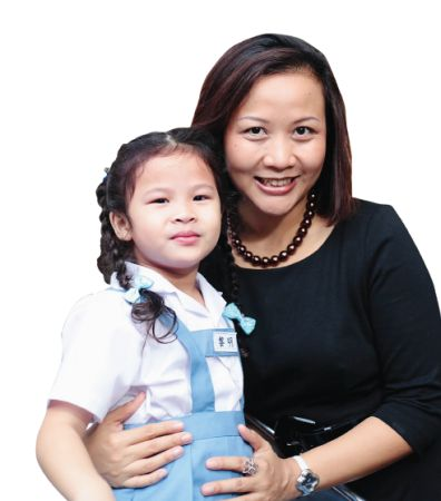 <b>Salika Suksuwan with her daughter</b>