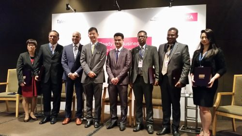 United in discussing graduate employability. Left to right: Chan Suit Fong, AirAsia Global Shared Services Sdn Bhd CEO; Devalaxhmana Param, HP Global Centre, Country HR Director, Malaysia, Indonesia & AEC; Venkkat Ramanan, Head of SEA, CIMA; Johan Mahmood Merican, TalentCorp CEO; Dr. Arham Director, Industry Relations Division, Ministry of Education; Muhammad Imran Kunalan Abdullah, General Manager, MDeC; Shankar Nagalingam, APAC HR Lead, IHS; Michelle Ann-Iking, Senior Organisation Development Manager, Citibank Berhad.