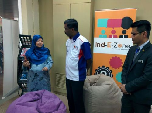 Kamalanathan getting a tour of the Ind-E-Zone at UPSI, Perak.